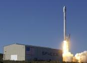 Uzay'a Gönderilen Falcon-9 Roketi Dikey Olarak Dünya'ya İniş Yaptı