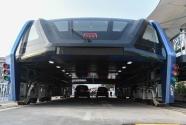 Çin'de Trafiğin Üzerinden Geçen Otobüs Projesi Gerçekleştirildi