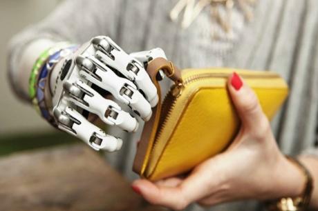 İnsansı Robotik El Etkileşimleri Daha Gerçekçi Hale Getirecek