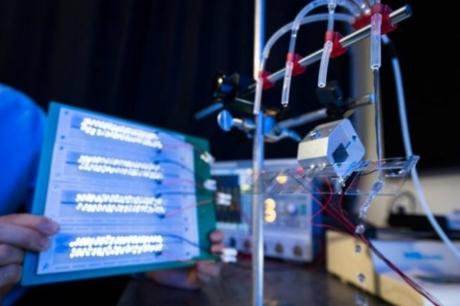 1 Damla Su 100 LED Ampulü Aydınlatabilir mi?