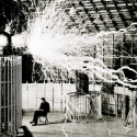Nikola Tesla Çalışırken
