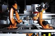 Coca-Cola'dan Dünyanın İlk Çok Programlı Robot Barmeni
