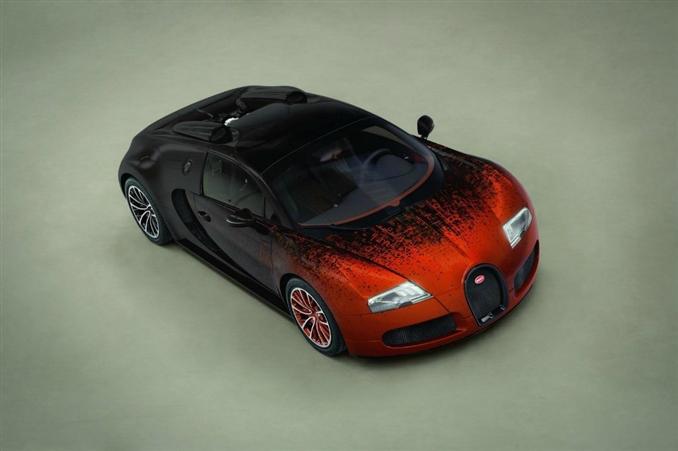 Bugatti Veyron Grand Sport Bernar Venet'te 8.0 litrelik, 1001 bg güç üreten turbo beslemeli benzinli W16 motora görev veriliyor.