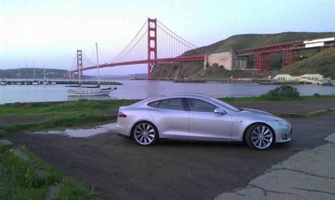 Tesla Motors, uzun zamandan beri beklenen ikinci modeli, Tesla Model S elektrikli sedan otomobilin üretimi.