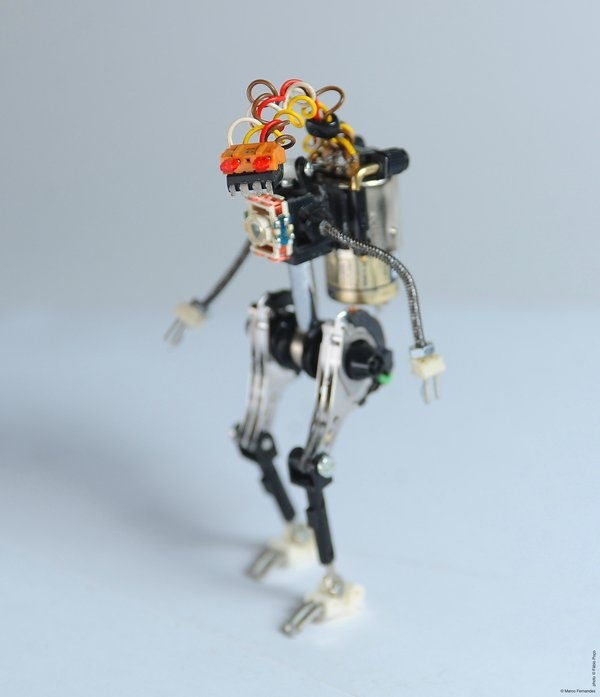 14 Noktadan Hareket Kabiliyetine Sahip Robot