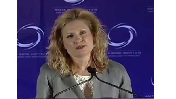Yvonne Schneider  : American Express müşterileri tarafından kullanılan teknoloji yaratan küresel bir ekibin başındadır.