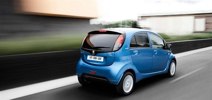 Peugeot iOn : 130 km hızı görebilen iOn 0-100 km'ye 15.9 sn'de ulaşıyor.