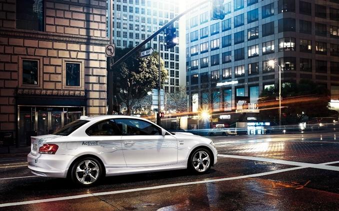 BMW ActiveE   168 beygir gücünde ve 250 NM tork üretebilen BMW ActiveE 0-100'e 9 saniyede ulaşabiliyor. Otomobilin maksimum hızı ise 144 km.
