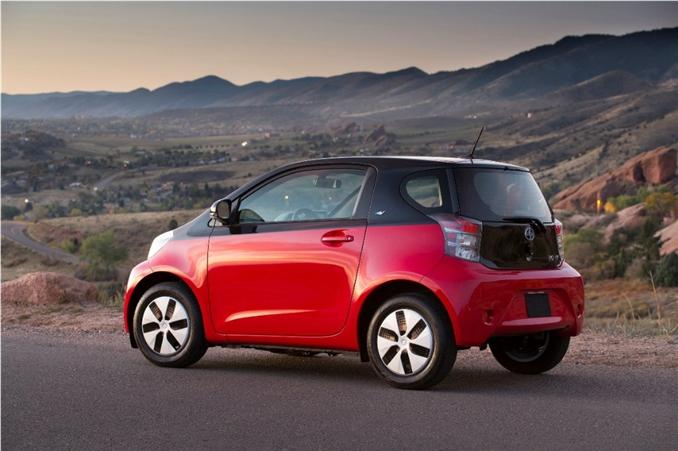 Toyota Scion iQ EV : Tam dolu 3 saat gidebilen Toyota'nın bu aracı 12 kwh bataryalara sahip.