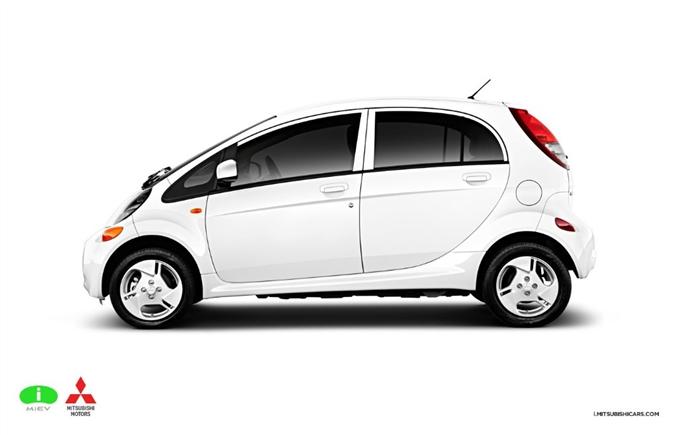 Mitsubishi i-MiEV : Oldukça küçük ve hoş bir dizayna sahip i-MiEV'in bataryası 16 kwh. Saatte maksimum 130  kilometre hıza ulaşabilen i-MiEV ram dolu bataryalar ile 2.5 saat gidebiliyor.