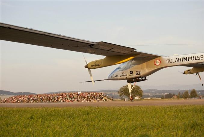 Andre Borschberg,  güneş panellerinden elde ettiği enerjiyle en uzun uçuşu gerçekleştirerek Guiness Rekorlar Kitabına girdi.