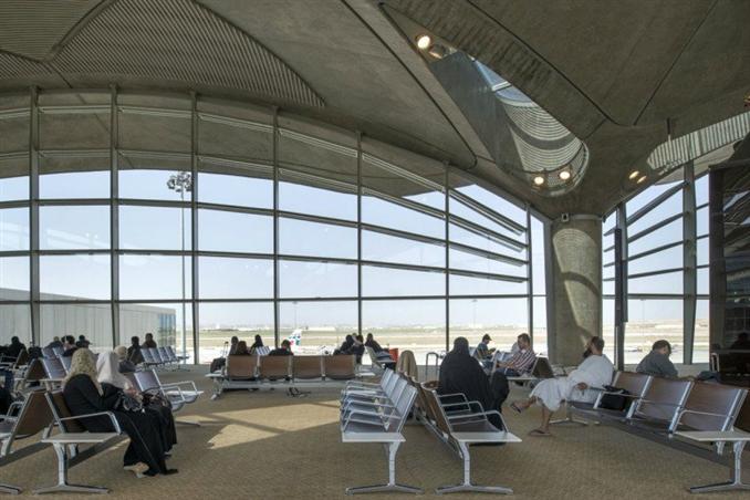 Bu yeni havalimanı için şehir plancıları ve Foster+Partners tasarım firması bir araya geldi. Yerel  kültürden ilham alınarak oluşturulan  tasarım, ileride genişletilme düşüncesiyle esnek bir modüler düzene sahip.