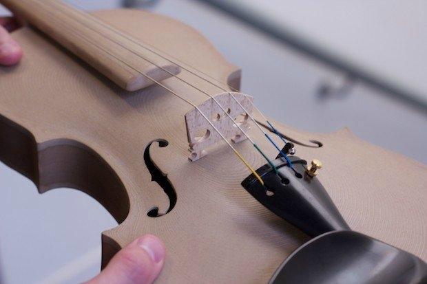 Herkesin müzik enstrümanı  kendisi için çok özeldir. 3D Yazıcıdan çıkmış dünyada bir eşi daha olmayan bir viyolin.