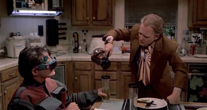 Bu film sadece giyilebilir cihazı doğru tahmin etme değil, onlar google glass ı yapmışlardı.