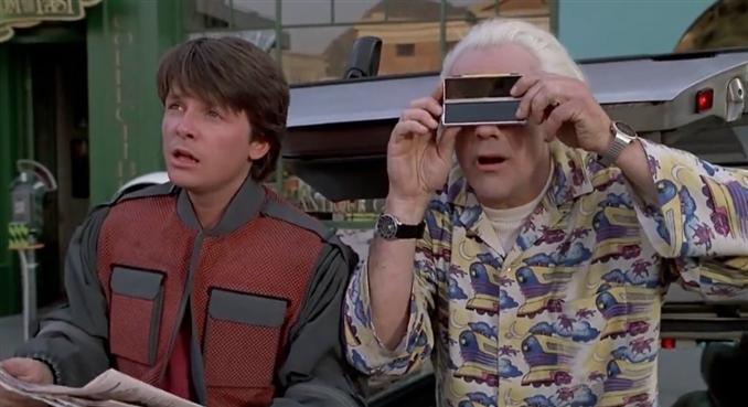 Super ince gelişmiş digital kamera mı? Dr. Brown şimdiki zamanın birazcık daha ötesinde