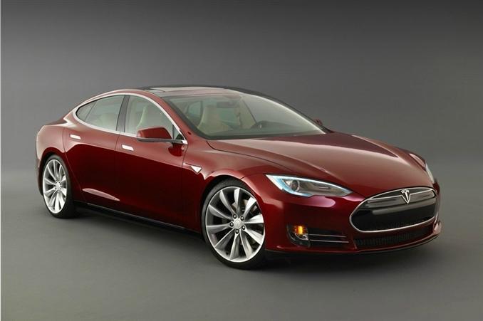 2013 Tesla Model S | $71,070-$91,070:::40-85 kWh'lik bataryası, 258-426 km (EPA), 270 kW motor bilgilerine sahiptir. Yüksek motor gücü ve batarya kapasitesi ile bir çok kullanıcıyı cezbediyor. Fiyatı diğer araçlara göre yüksek olsa da uygun bütçelere göre gayet tercih edilebilir bir elekrikli araçtır. Kaynak: popsci.com