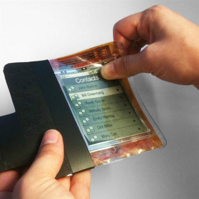 Kağıt inceliğindeki esnek akıllı telefonlar şimdilik çok uzak bir gelecek olarak görülse de hayatımızda yerlerini almaları çok uzun sürmeyecektir.