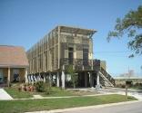 Special No. 9 House, New Orleans - Katrina Kasırgası etki bölgesi olan New Orleans'da ki ''Lower Ninth Ward'' sakinleri için, fırtına dayanıklı ekonomik ve sürdürülebilir konut seçenekleri sunmak için It Right Vakfı tarafından özel ev tasarlanmıştır.