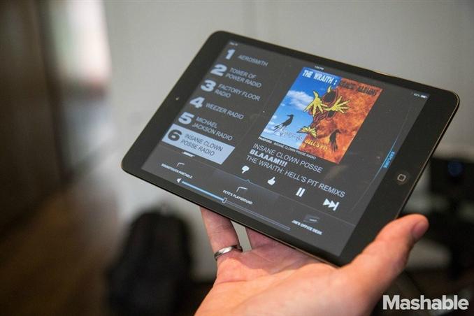 Telefonunuzdaki ya da tabletinizdeki müzikleri Wi-Fi ile hoparlöre aktarıp rahatça dinleyebilirsiniz.