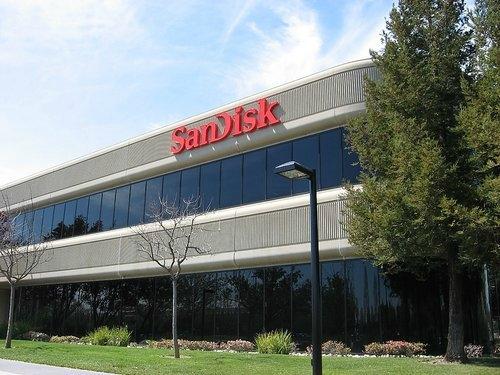 Sandisk (Yarı İletken): $5.662.000. | Flaş bellek teknolojileri alanında üretim yapan dünyanın en büyük üreticisidir. Dünya genelinde 2000 çalışanı bulunan SanDisk, ayrıca 600 üzerinde patente de sahiptir. Flaş bellek bellek tabanlı ürünleri arasında, mp3 çalarlar, usb bellek ve flaş kartlar yer almaktadır.