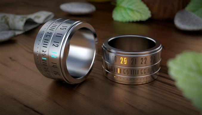 Yüzük saat, hem parmağınızda şık görünen bir saat olarak hem de evlilik yüzüğünüz olarak kullanılabilir.