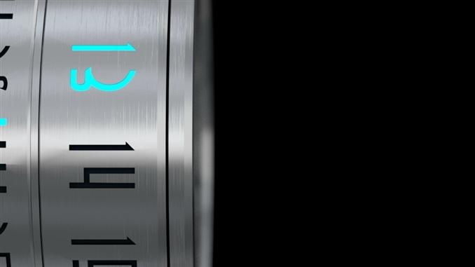 Paslanmaz çelikten yapılan saat, hiç bir şekilde paslanmıyor. Ayrıca saat su geçirmez bir özelliğe sahip.