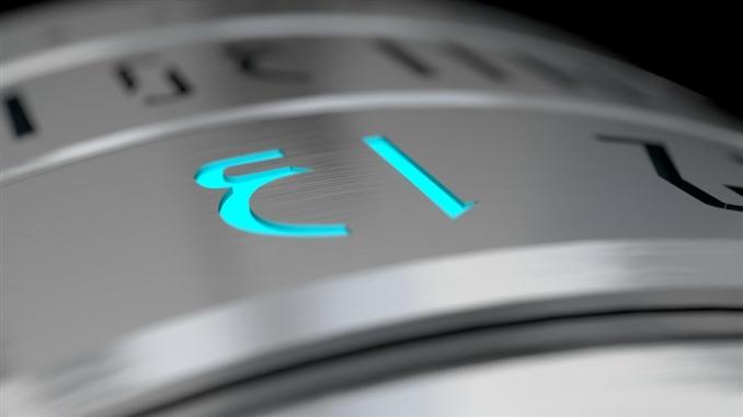 Saate bakmak istediğinizde saati çevirmeniz LED ışıkların yanmasını sağlayacaktır.