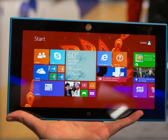 """Geçtiğimiz günlerde Nokia'nın Abu Dhabi'de """"Nokia World"""" etkinliğinde tanıttığı ilk tableti.. """"Nokia Lumia 2520"""""""