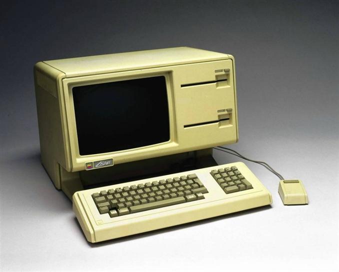 Apple'ın Grafik Kullanıcı Arayüzü (GUI) ve Mouse kullanan ilk bilgisayarı Lisa. Steve Jobs bu bilgisayara kendi kızının adını vermiş. 1983 yılında 10 bin $ fiyatla satışa sunuldu fakat yüksek fiyatı nedeniyle ilgi görmedi. Lisa başarısız olsa da Apple'ın başarılı ürünü Machintosh un geliştirilmesini sağladı.