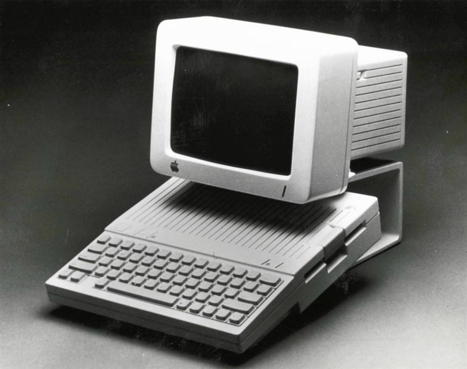 1984 yılında Apple-2c  duyuruldu.