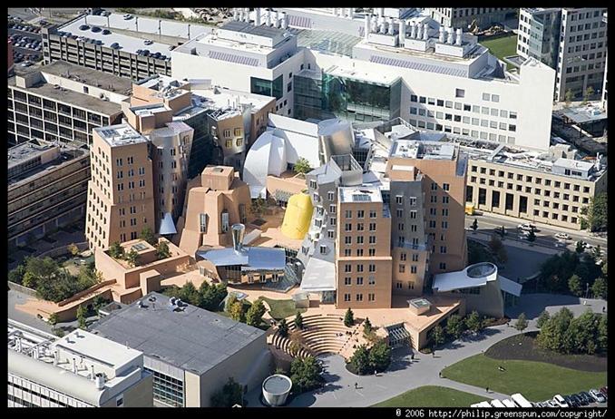 3) Massachusetts Teknoloji Enstitüsü::: Massachusetts Teknoloji Enstitüsü Amerika Birleşik Devletleri'nın Massachusetts eyaletindeki Boston şehrinin Cambridge mahallesinde yerleşik ve özellikle bilim, mühendislik ve ekonomi konularındaki başarılarıyla tanınan bir teknik üniversitedir. Teknoloji ve mühendislik konularında Dünyanın en iyi teknik üniversitesi olarak tanınmaktadır. Şu ana kadar MIT'nin öğretim ve araştırma üyeleri, öğrenci ve mezunları arasında Nobel Ödülü kazananların sayısı 72'ye ulaşmıştır ve bu ödüllerin 15'i son beş yıl içinde kazanılmıştır.