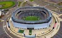 East Rutherford'da bulunan futbol stadyumu 2010 yılında hizmete girmiştir. 82,566 kişi kapasitesine sahip ve 1,6 milyar dolara yapılmıştır. Stadyum yapılırken, 100,000 ton beton, 20,000 ton demir, 210,000 ton bahçe atığı geri dönüştürülmüştür.