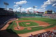 Boston'da bulunan beyzbol stadyumu 1912 yılında hizmete girmiştir. 39,493 kişi kapasitesine sahip stad, 650,000 dolara yapılmıştır. 28 solar panelden sağlanan enerji ile LED aydınlatma sağlanmıştır. % 37 enerjisini sıcak su kaynağından sağlamaktadır.
