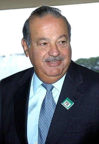 Carlos Slim ::  Meksikalı iş adamı, yatırımcı ve hayırsever olan Slim, Meksika'da Universidad Nacional Autonoma'dan İnşaat Mühendisliği mezunudur. 2010 dan 2013 e kadar dünyanın en zengin kişileri listesinde yerini almıştır. İletişim, teknoloji ve finans alanlarında hizmet veren Grupo Carso holding yönetim kurulu başkanıdır. Yaklaşık 72 milyar dolarlık servete sahip olduğu belirtiliyor.
