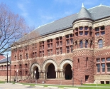 9)  Harvard University: Amerikada bulunan Harvard, 84.50 puanla listenin 9. sırasında bulunuyor. Amerika'nın en eski üniversitesi unvanına sahiptir. Dünyada birçok kişi tarafından tanınmış olan üniversite, buluşları ve bünyesindeki bilim adamları ile dikkat çekiyor.