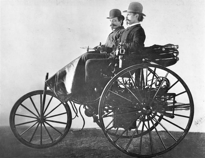 4) Otomobil:   1769 yılında Fransız mekanik Nicolas Joseph Cugnot tarafından ilk arazi taşıtı modelinin temelleri atılmış. Ancak bu model buharla çalışan bir modeldi. 1885 yılında Karl Benz, içten yanmalı motoruyla uygulamada dünyanın ilk otomobilini tasarlamış. Gottlieb Daimler ise bu geliştirilen konsepti çok daha ileri seviyeye getirdi ve patentini satın aldı. Böylece modern motorlara sahip otomobillerin temeli atıldı ve dünyanın ilk 4 tekerlekli içten yanmalı motorlu otomobili geliştirildi.