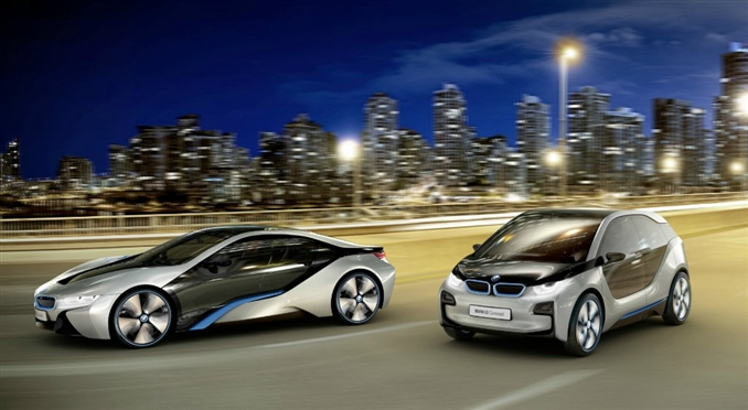 BMW'nin 2 başarılı elektrikli aracı: i8 ve i3.