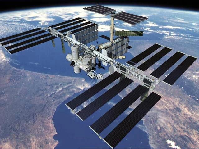 10 - Uluslararası uzay istasyonu |   İnsanoğlunun dünya çevresindeki yaptığı en büyük mühendislik ürünüdür. Dünya yörüngesine yerleştirilmiş uluslararası bir araştırma tesisidir. 1998 yılında yapımı başlanmış ve 2011 yılında yapımı son bulmuştur.