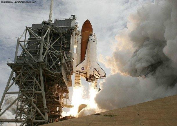 Fotoğraf sanatçısı Ben Cooper 1999 yılından bu yana 100 'den fazla NASA 'nın uzay mekiği fırlatma anını fotoğrafladı.