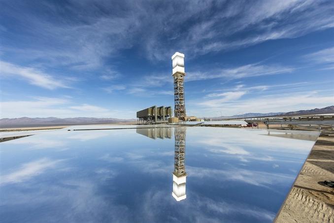 Yaklaşık 10 km çapında bir dairenin alanına yerleştirilen sistemde yaklaşık 300.000 adet ayna kullanılıyor.