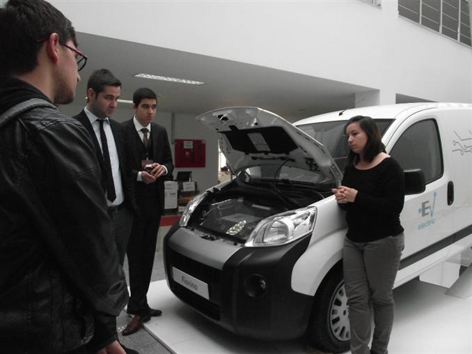 TOFAŞ firması sunumunda Ar-Ge ve proje çalışmalarından bahsederken dışarıya kurdukları stantta ise Türkiye'de yapılan ilk tam elektrikli aracın tanıtımını yaptılar. Etkinliğin tamamı süresince yer alan araca ilgi ve merak büyüktü. Henüz seri üretimine geçilmemiş olan aracın teknik donanımları ile diğer detaylı bilgileri stantta duran yetkili kişiler tarafından öğrencilerle paylaşıldı.