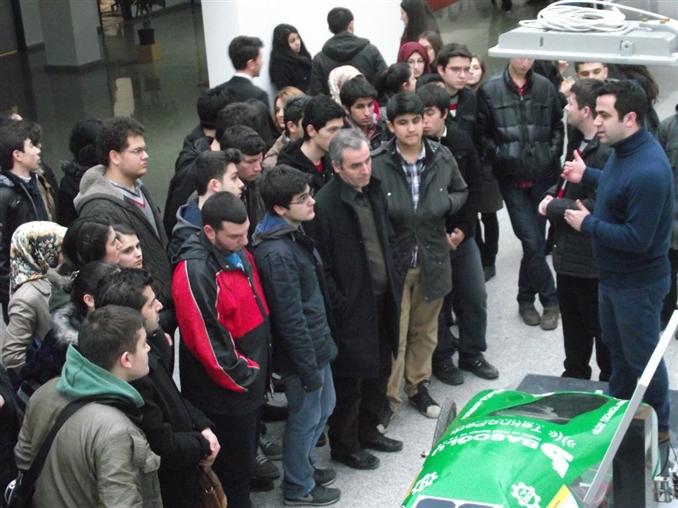 """Türkiye'nin """"En Verimli Güneş Enerjili Aracı"""" olma unvanına sahip """"YTÜ Ae2 Project"""" araç ekibi de genel konunun """"Enerji Verimliliği"""" olduğu 10. RLC Günleri etkinliğinde yerini aldı. Etkinlik süresince Ae2 Project araç ve ekibine ilgi oldukça fazlaydı."""