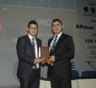 """VİKO Elektronik Ar-Ge Müdürü Oktay Nak, üniversite gençlerine """"Ar-Ge Merkezi Faaliyetleri"""" konulu sunumu sundu. Ar-Ge departmanında 63 çalışanı bulunan Viko'da hedefin yeni ürünler geliştirmek olduğunu belirten Nak, Viko'nun Türkiye'de yıl içinde en çok patent başvurusunda bulunan ilk 25 firma içinde olduğunu da sunumunda belirtti."""