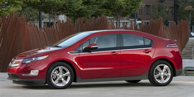 """Elektrikli otomobillerin çeşitli ayrıntılarını verdiğimiz """"Elektrikli Otomobiller"""" serimizde sırada ise General Motors firmasının önemli bir markası olan Chevrolet'nin ürettiği Volt var. Yurt dışında Holden Volt, Opel Ampera veya Vauxhall Ampera gibi isimlerle anılan başarılı araç, aslında hibrit-elektrikli otomobil olarak geçiyor."""