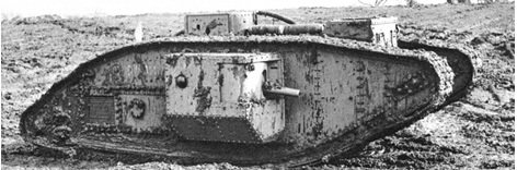 İlk tank 'Mark I' 1.Dünya Savaşı'nda İngilizler tarafından Alman mevzilerini yok etme amacıyla 1915'te icat edildi. 8 kişilik mürettebatıyla üzerinde 1 adet 6 paundluk top ve 4 adet ağır makinalı silah bulunuyordu. Zırh kalınlığı 6-12 mm, uzunluğu 9.75 m, genişliği 4.15 m, yüksekliği 2.45 m ve 31 ton ağırlığındaydı. 105 beygirlik motoruyla ve 53 galonluk(200Litre) yakıt deposuyla 12 mil(19.3km) gidebiliyordu.