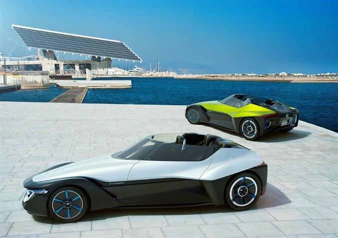 """Elektrikli otomobilleri tanıttığımız yazı dizimizin devamında bu seferki aracımız belki de en son üretilen elektrikli otomobillerden biri. Nissan mühendislerinin gözbebeği olan modele """"Bladeglider"""" ismi verilmiş."""
