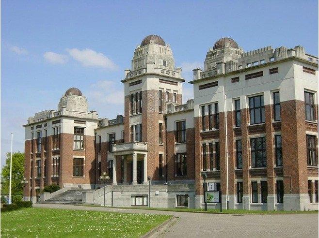 10. University of Antwerp  1971 yılında Belçika'da kurulan üniversite bu yıl QS World University Rankings 'de 185. sırada yer almıştı. Üniversite bünyesinde 620 kadrolu profesör ve 2478 araştırma görevlisi var. Eğitim de 100 üzerinde 34.5 puan almış. Üniversite-Sanayi işbirliğine göre verilen girişimcilik puanı ise 33.2.