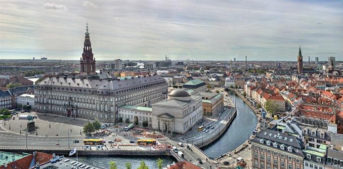 Danimarka: 82 milyar dolar nakde sahip.