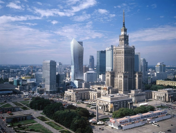 Polonya: Polonya kasasında 99 milyar dolar barındırıyor.