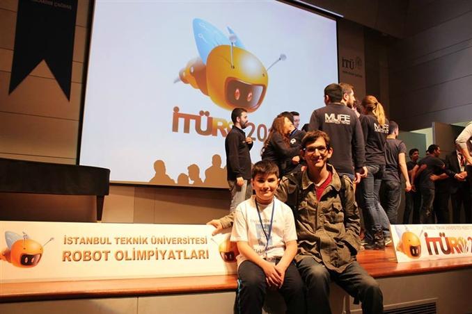 Çocuk Mühendis Eray AKTOKLUK''u Yakından Tanıyalım:   www.elektrikport.com/haber-roportaj/robot-yarismasi-sampiyonu-cocuk-muhendis-roportaj/11560